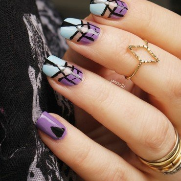 graphic mood nail art by Pmabelle
