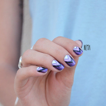 Purple Triangle nail art by nehmaah