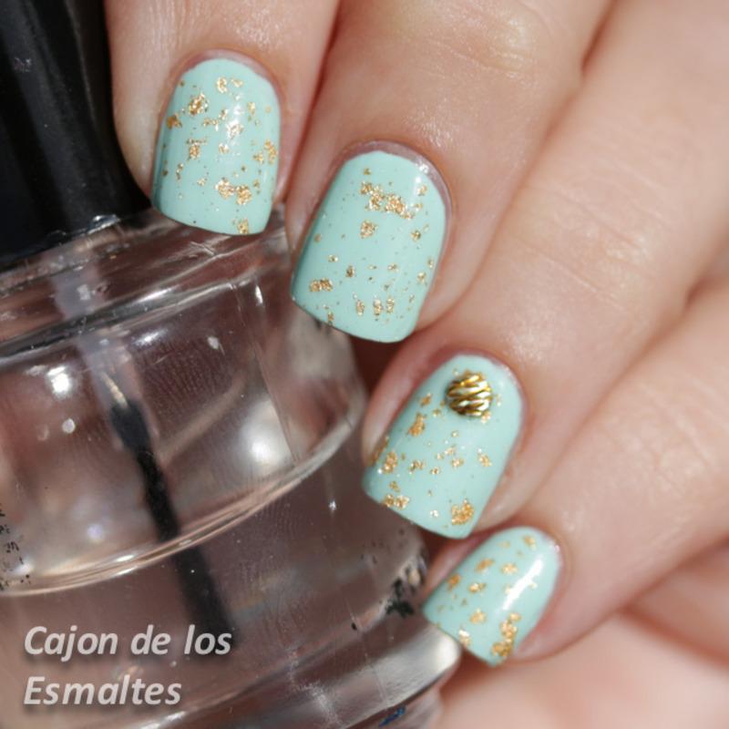 Mint and Gold nail art by Cajon de los esmaltes