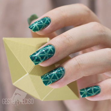 Green green pattern nail art by Gi Milanetto