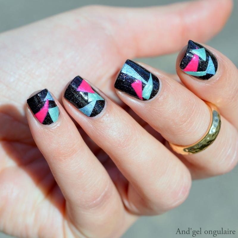 Des triangles pour La bulle de Bidi nail art by And'gel ongulaire
