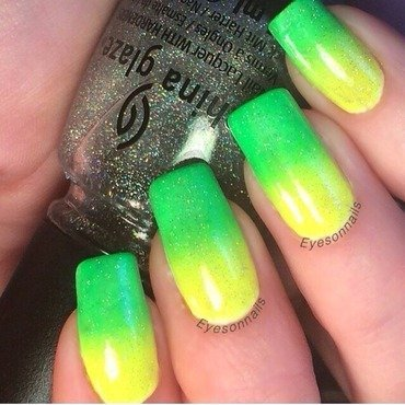 Neon gradient nail art by Virginia
