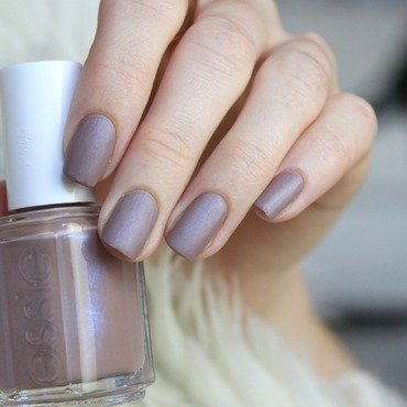 Essie Comfy in cashmere Swatch by Jen from polished-with-love