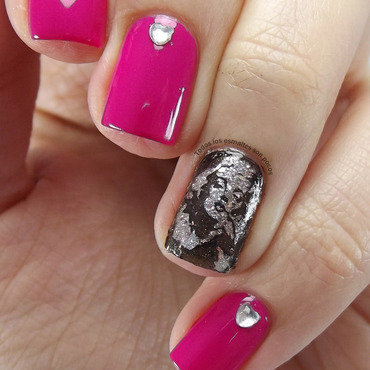 The diamonds are a girl´s best friend nail art by Maria