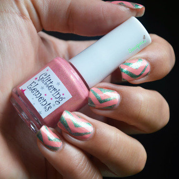 Green chevrons nail art by Sweapee
