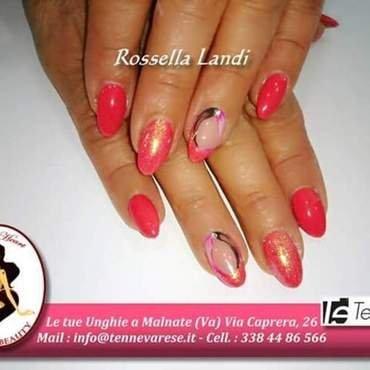 glitter pink nail art by Rossella Landi