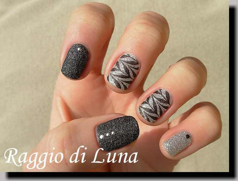 Stamping: Black marble pattern on textured silver nail art by Tanja