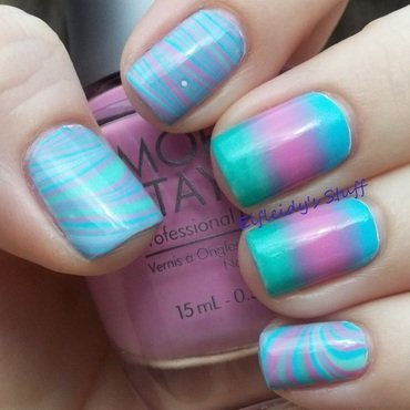 Water marble with a gradient nail art by Jenette Maitland-Tomblin