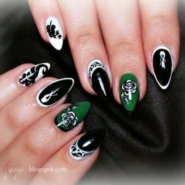 Green accent nail art by Agacys