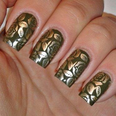 Gold roses  nail art by Ewa