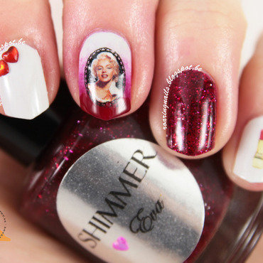 Marilyn Monroe nail art by Robin