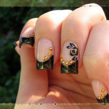 Queen rose nail art by Ninthea