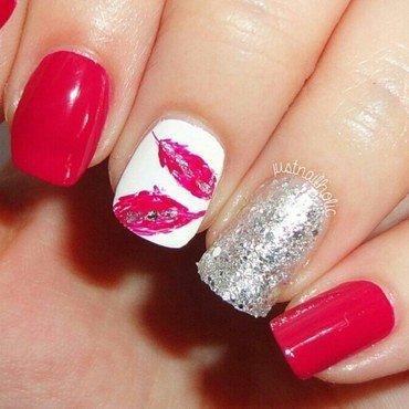 Feathers nail art by Melany Antelo