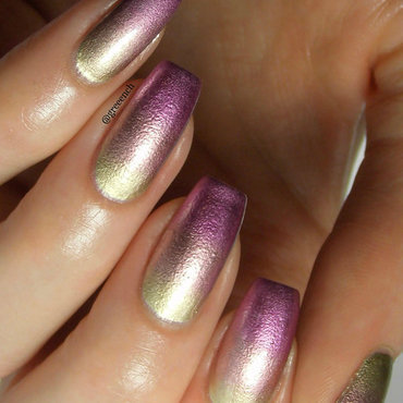 Liquid Metal Gradient nail art by greeench