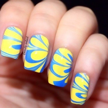 Watermarble nail art by Beauty Intact
