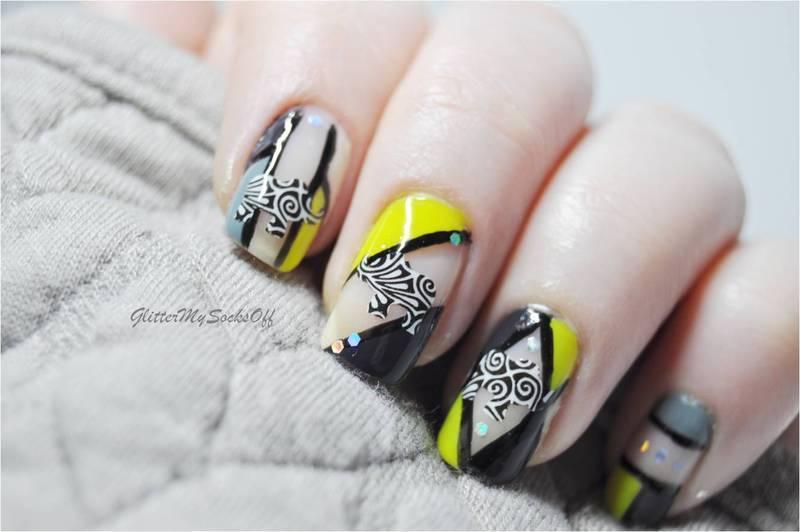 Negative space elephant  nail art by GlitterMySocksOff