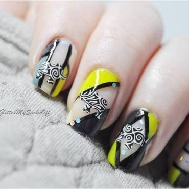 Negative space elephant  nail art by GlitterMySocksOff