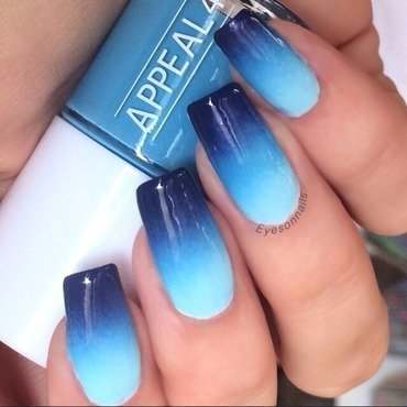 Glossy blues nail art by Virginia