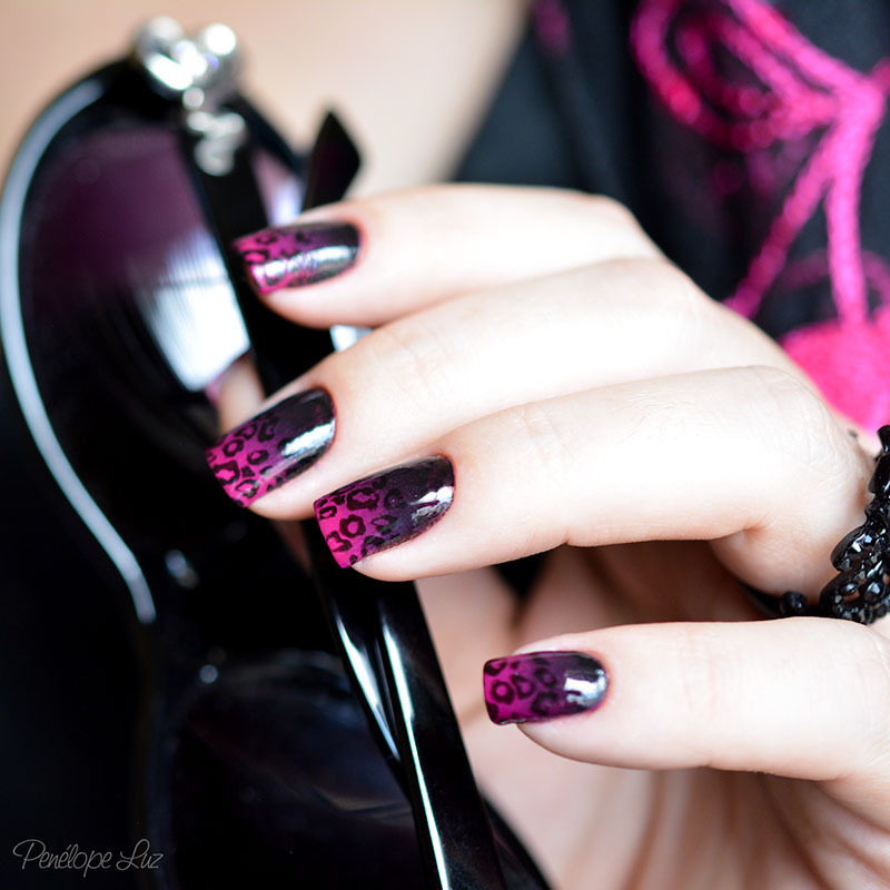 stamping pink and black nail art by Penélope Luz