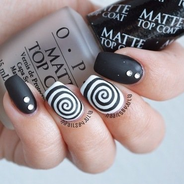 Black & white swirls nail art by Julia