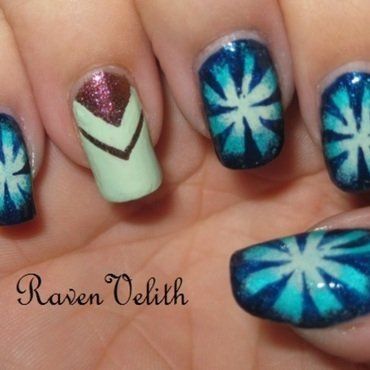 Double Chevron Starburst nail art by Lynni V.