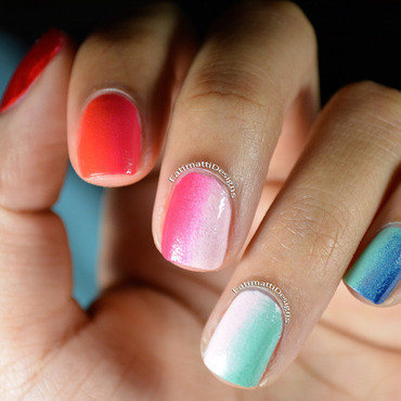 Vertical Gradient nail art by Fatimah