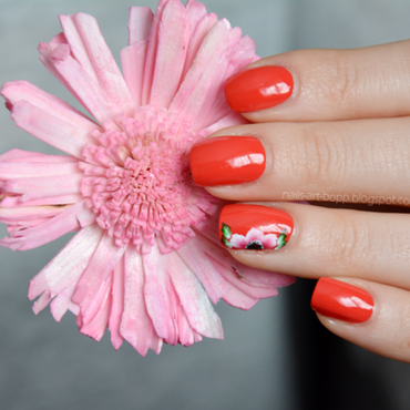 poppy flower nail art by bopp
