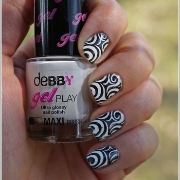 Black and white nail art by Cranberry Fairy