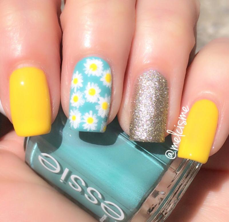 Daisy Nails nail art by Melissa
