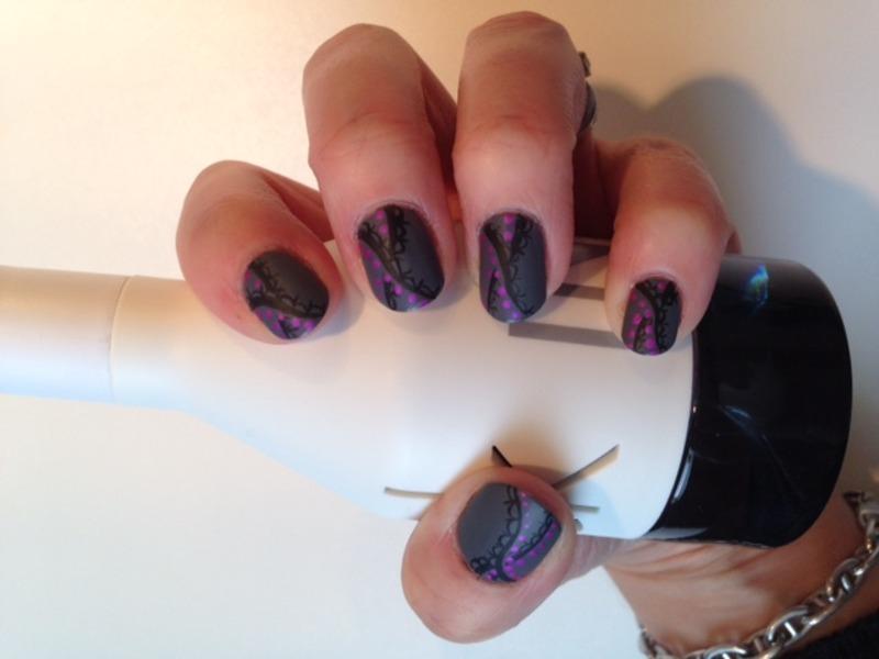 matte laces nail art by Eleadora