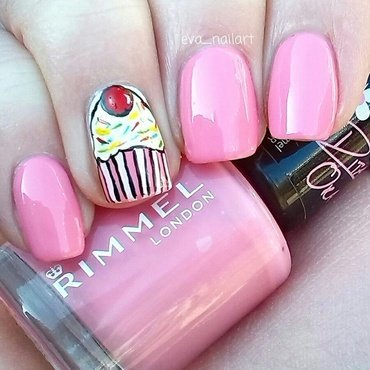 Cupcakes! nail art by eva_nailart