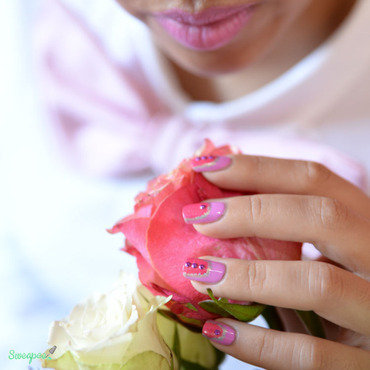 La vie en rose nail art by Sweapee