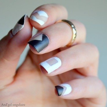 Négative space black and white (inspired So Nailicious) nail art by And'gel ongulaire