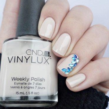 Naked nails with blue horse eye nail art by Romana