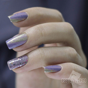 Purple and golden arrows nail art by Gi Milanetto