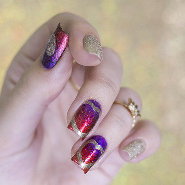Gradient hearts nail art by Gi Milanetto