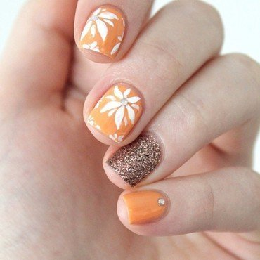 Floral nail art by Cocosnailss