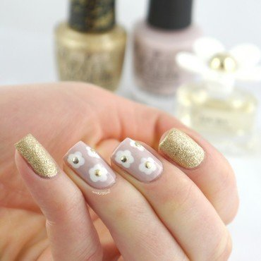 Marc Jacobs Daisy Inspired nail art by Ann-Kristin
