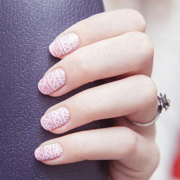Think pink nail art by Magdalena