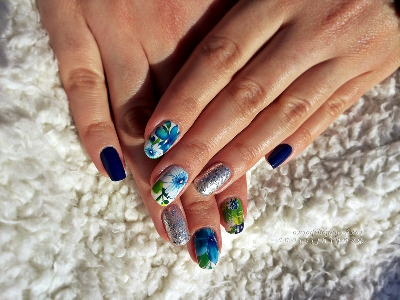 Luxuriant flowers nail art by Roxy Ch