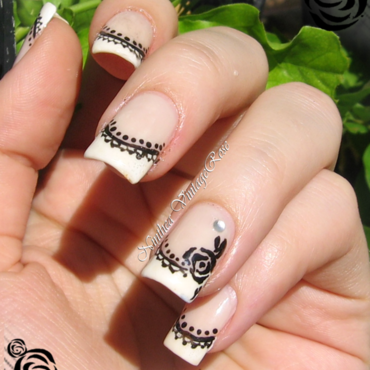 Monocromaic nail art by Ninthea