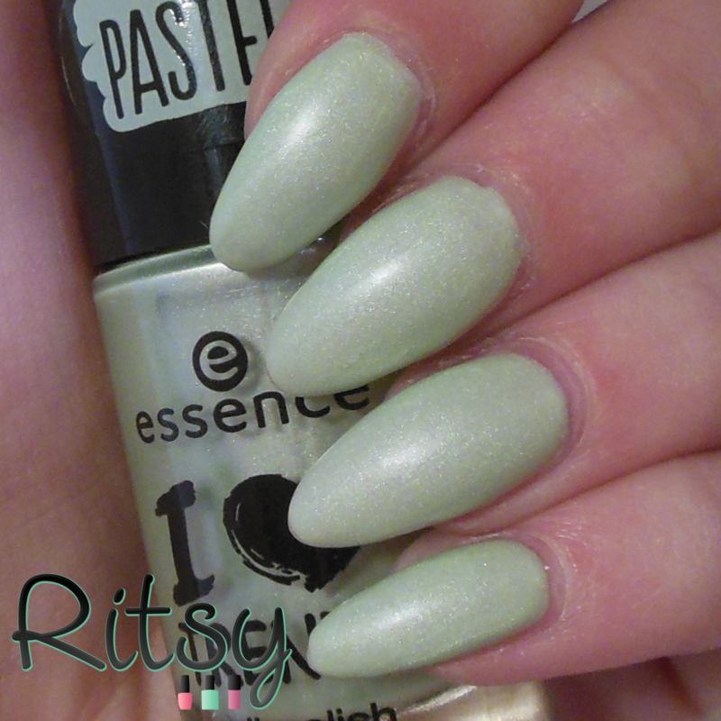 Essence so lucky Swatch by Ritsy NL
