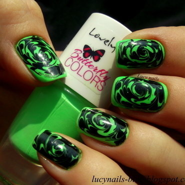 Spinning green nail art by Lucynails26