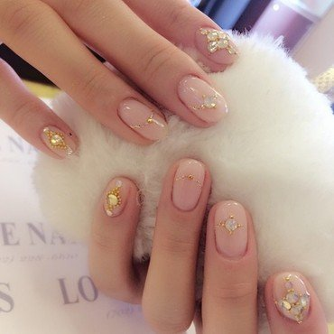 The moment that a girl receives her ring nail art by Ava Liu