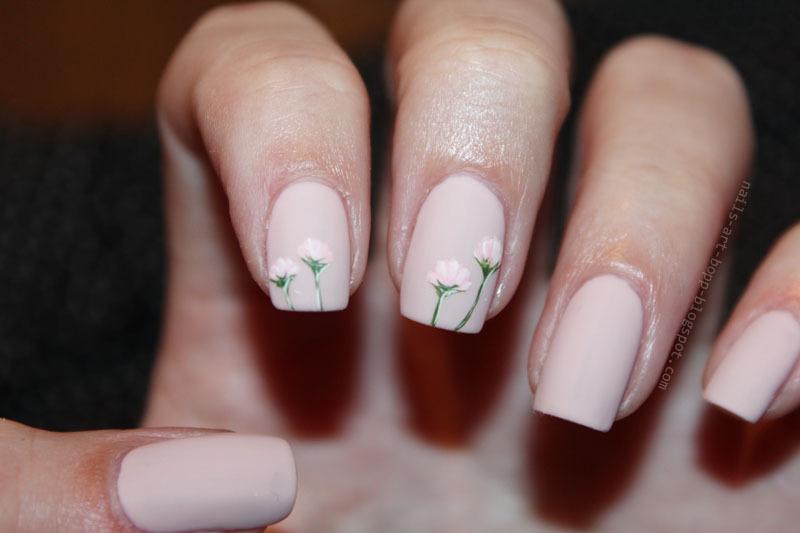 Daisy nail art by bopp