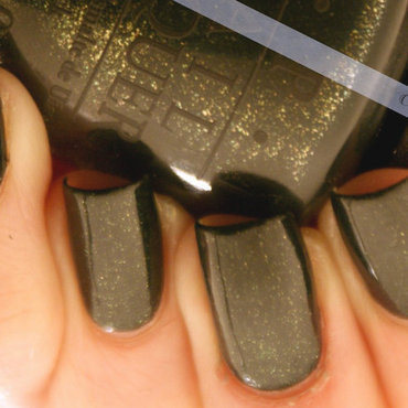 OPI live and let die Swatch by Francine