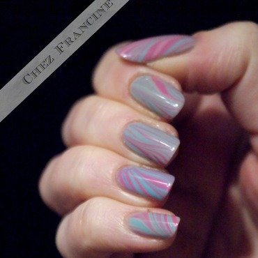 A sugary watermarble nail art by Francine