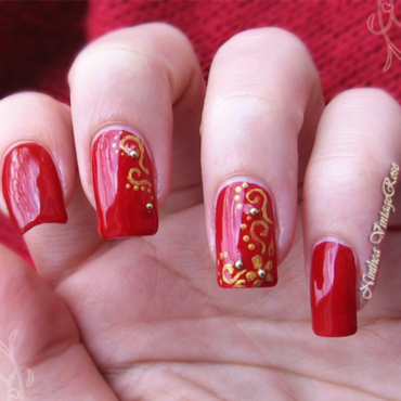 A sparkle of gold nail art by Ninthea