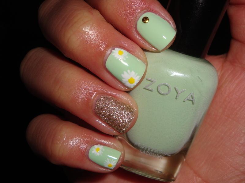 White Daisies nail art by Jessica