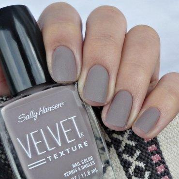 Sally Hansen Velvet Texture 630 Lush Swatch by Romana